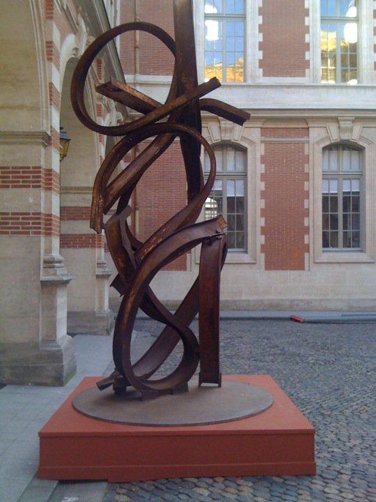 Juillet 2010 -  Jean-Pierre Rives expose tout l'été au Grand Rond et dans la cour du Capitole