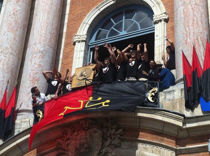 Juin 2010 -  Sympa, avant les pros, les cadets du Stade, eux aussi champions de France, au balcon du Capitole