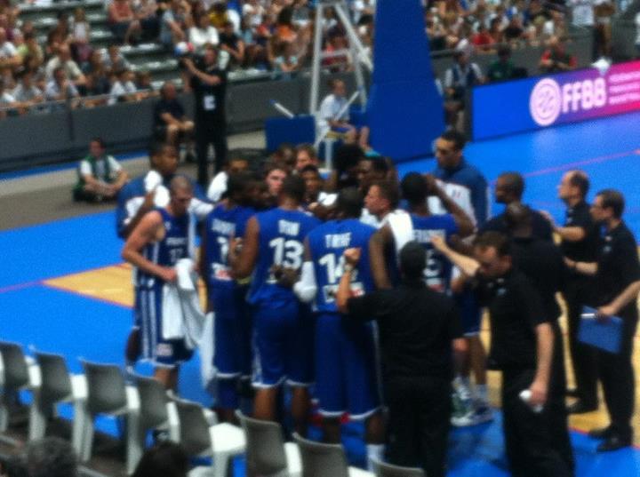 Juin 2012 -  Au palais des sports avec l'équipe de France de basket qui affronte la Côté d'Ivoire dans un match de préparation olympique.