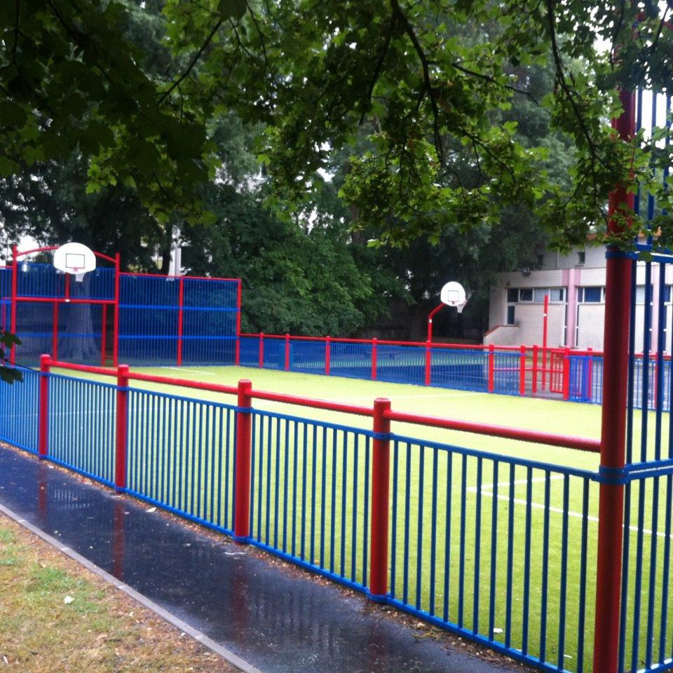 Juin 2012 -  Visite de fin de travaux au Parc de Patte d'Oie oú nous venons d'implanter un nouveau city stade