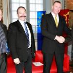 Mars 2012 - Ausalon rouge du Capitole le numéro 3 de la RFL, Ralph Rimmer, en compagnie de Jean-Michel Beauclou et Carlos Zalduendo du Toulouse Olympique